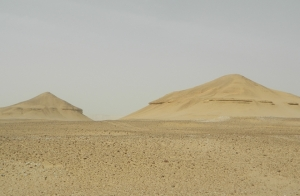 37946-1-abu-sidhum-large-mounds-long-lost-pyramids-found-130715-670x440